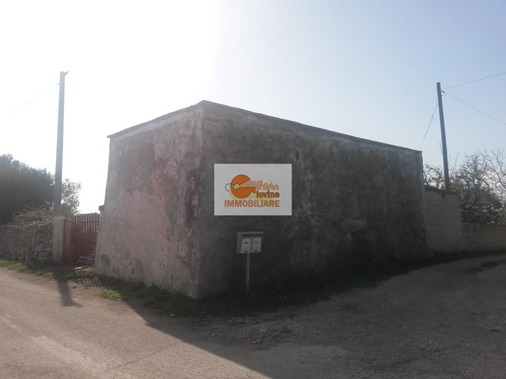 RIF. 403  VENDITA  RUSTICO IN VIA VILLA CASTELLI  A 4,5 km DA  MARTINA FRANCA