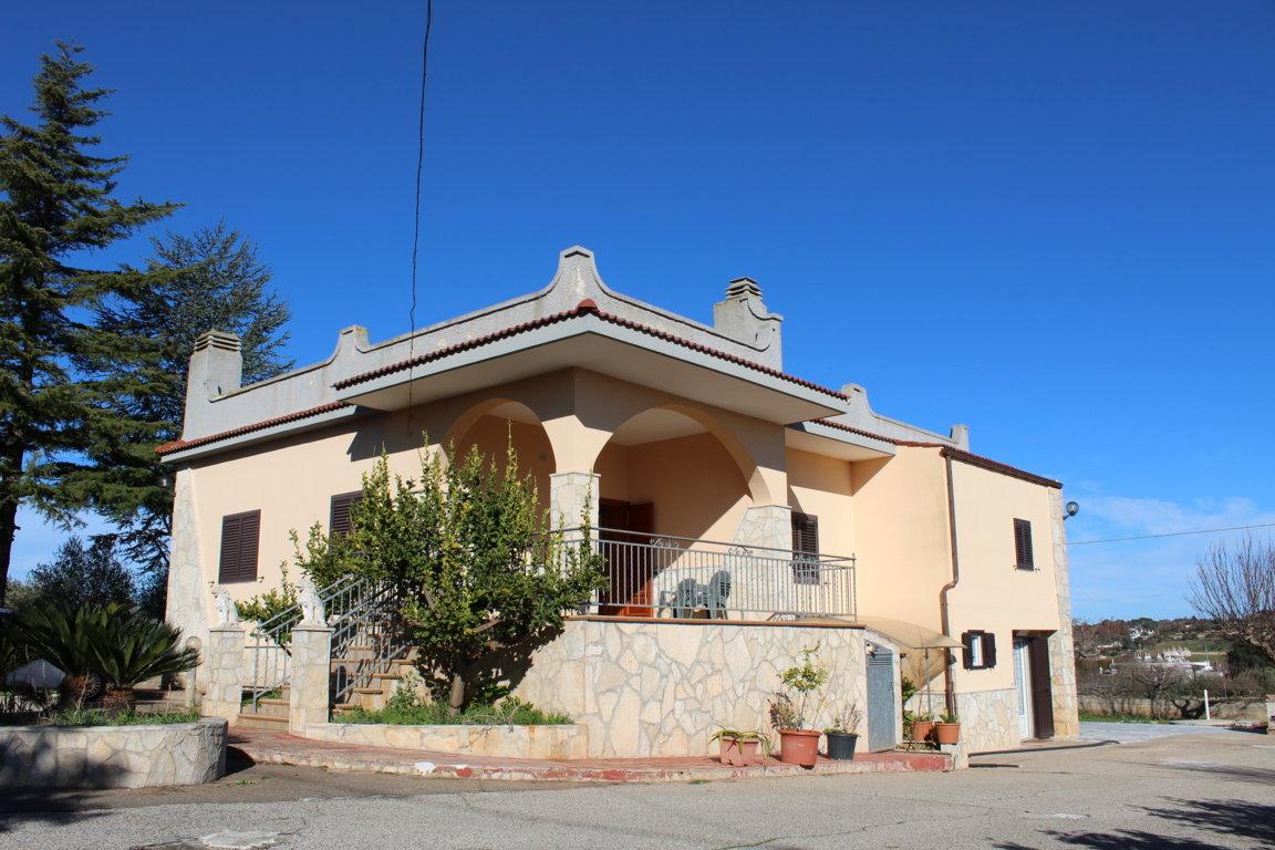 RIF. 369 VENDITA VILLA STRADA CISTERNINO A 3,5 KM DA MARTINA FRANCA ZONA VALLE D'ITRIA